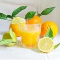 Combinat taronja suc amb llimones